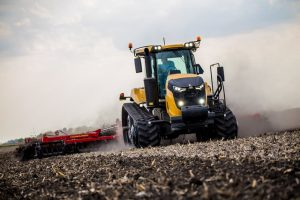 Challenger-MT743-with-Sunflower-6830-Tillage-IMG-6746